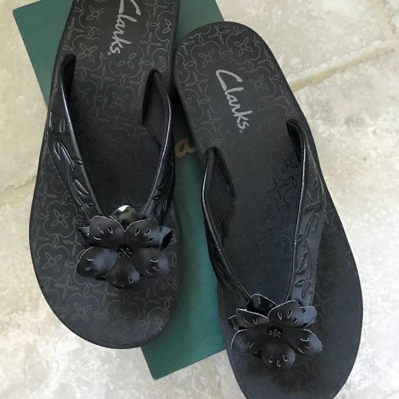 49715fbf1e3f9 Clarks Shoes - Clarks Skiff Aruba Black flip flops- size 8